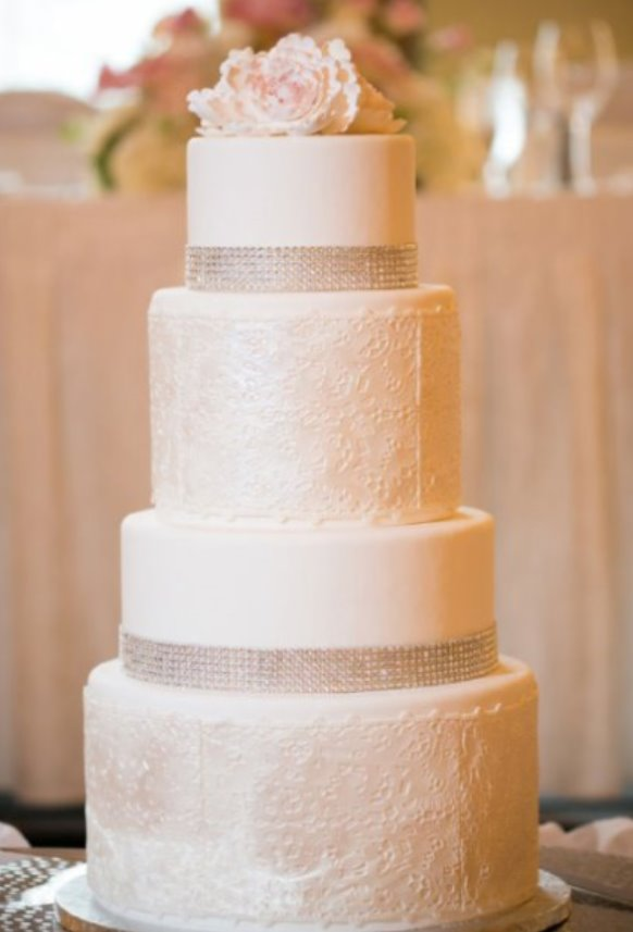Stylish-white-wedding-cake-with-Crystal-ribbon